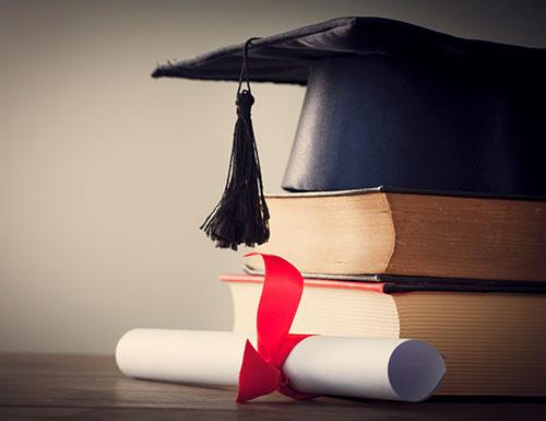 Urkunde und Gesetzesbücher zum Promotionsrecht